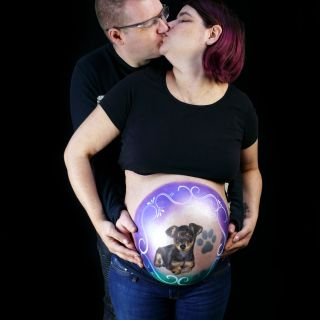 Body schmink studio bellypaint babyshower hond pincher foto couple kissing aarle rixtel logo