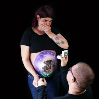Body schmink studio bellypaint babyshower hond pincher foto couple proposal aarle rixtel 2 logo