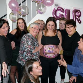 Body schmink studio bellypaint babyshower uil met roses helmond family groep foto logo_1