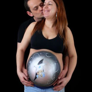 Body schmink studio bellypaint bobbie beer with zipper foto couple kissing logo