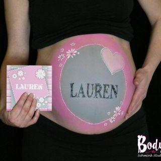 Body schmink studio bellypaint joannie met baby name en baby card met logo