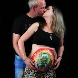 Body schmink studio bellypaint tractor beek en donk photo couple kiss logo