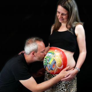 Body schmink studio bellypaint tractor beek en donk photo papa kiss belly logo
