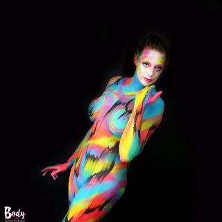 Body schmink studio bodypaint abstract happy colors black lines 6