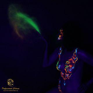 Body schmink studio neon powder_square darkened