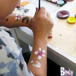 Body schmink studio cursus basis schminken bloemen en tears drops beek en donk 3