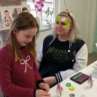 Body schmink studio cursus basis schminken neon girly skull beek en donk