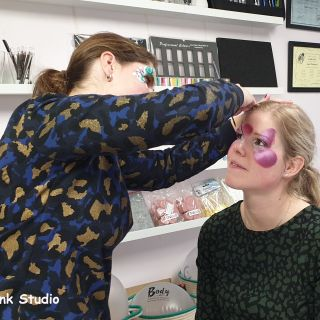 Body schmink studio cursus basis schminken vlinder bloemen beek en donk