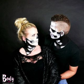 Body schmink studio face paintings carnaval skull with details and half skull 2