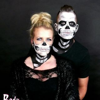 Body schmink studio face paintings carnaval skull with details and half skull