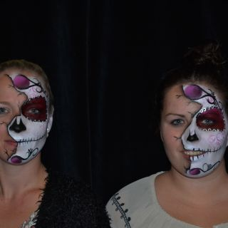 Body schmink studio half face painting sugarskull halloween duo