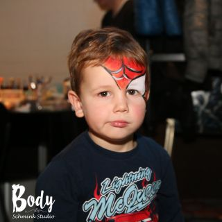 Body schmink studio spider man face painting met logo