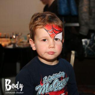 Body schmink studio spider man face painting met logo