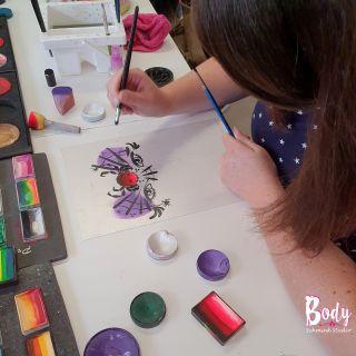 Body schmink studio workshop fun met de wuppies spider design